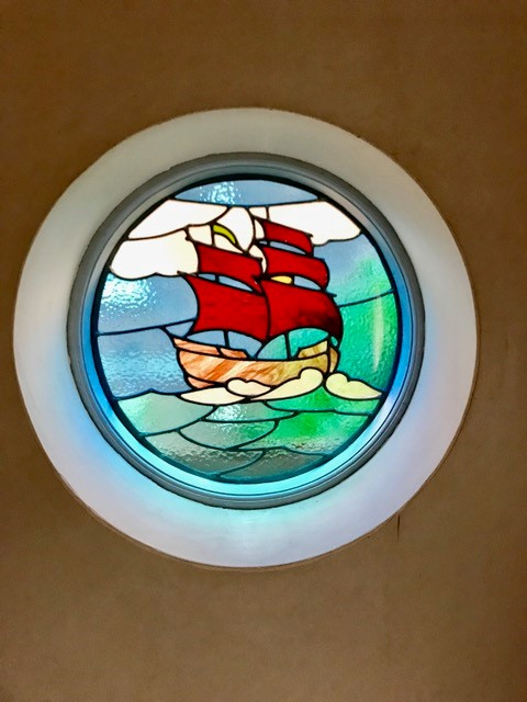 interior-stained-glass-window-sea-red